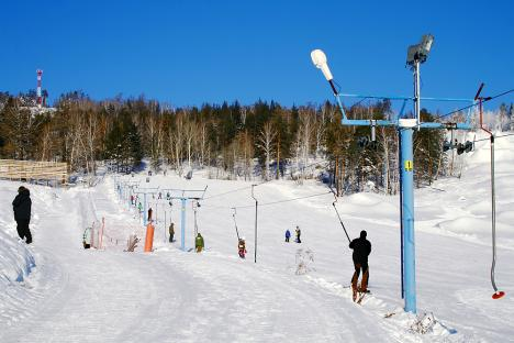 People on vacation enjoy the ski resort outside the city of Miass. Source: Lori / Legion media