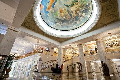 The Hotel Ukraina lobby. Source: Ruslan Sukhushin