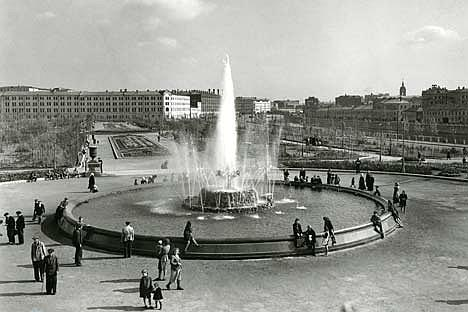 The Bolotnaya Square in 1947. Source: The Lumière Brothers Photo Gallery / Alexei Gostev