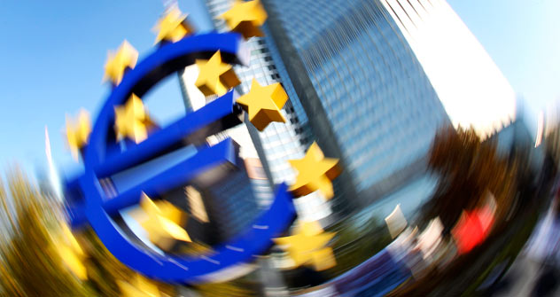 Russian and foreign businessmen are divided in their forecasts on the euro. Source: AP