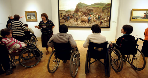 People in wheelchairs visit Russia's State Musuem during the All-Russia Day of  Disabled People. Source: ITAR-TASS