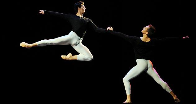 u-balerina-vstal-huy-foto-mozhno-li-poznat-sebya-s-pomoshyu-gruppovogo-seksa