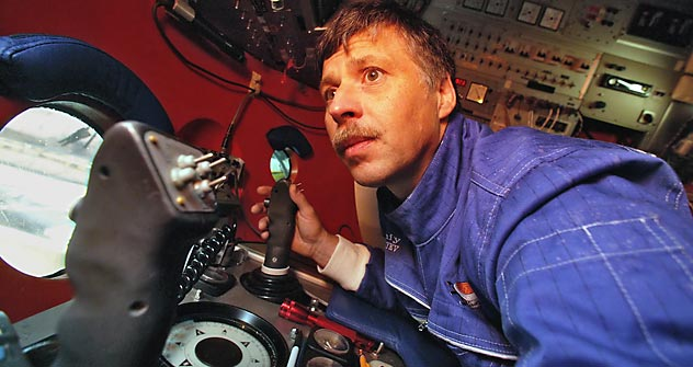 Evgeny Chernayev completed more than 30 expeditions to the wreck during the mid-1990s. Source: ITAR-TASS