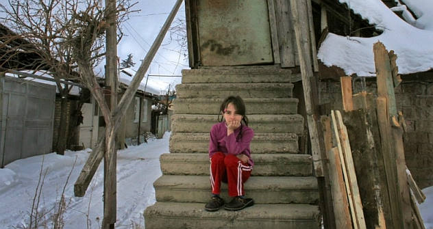 The temperature inside the crumbling homes is not any warmer than outside. Most people in South Ossetia suffer poverty. Source: Anna Nemtsova