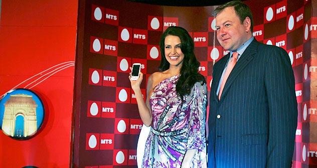 Vsevolod Rozanov, president and CEO of Sistema Shyam Teleservices Ltd (left).   Source: AP