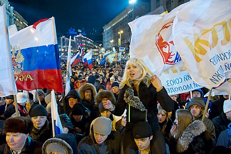 Participants in a sanctioned rally in support of presidential candidate Vladimir Putin on Manezh Square. Source: Denis Grishkin / RIA Novosti