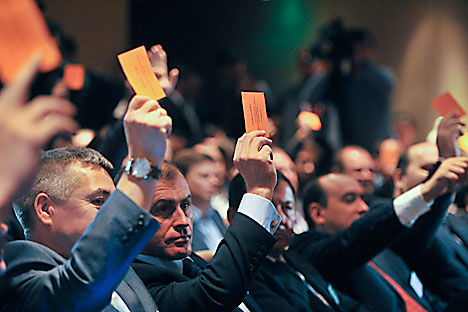 Voting at the alternative congress of the Right Cause party held at the World Trade Centre in Moscow. Source: ITAR-TASS