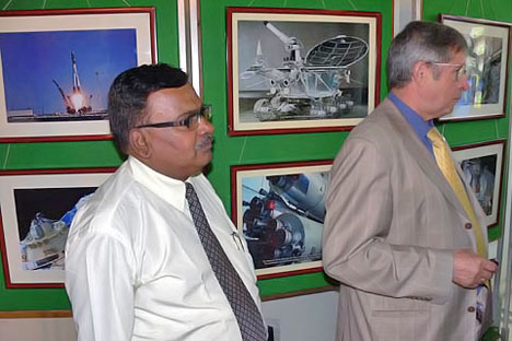 Viktor Savinykh (right) with programme co-ordinator Suhas B.Naik-Satam.