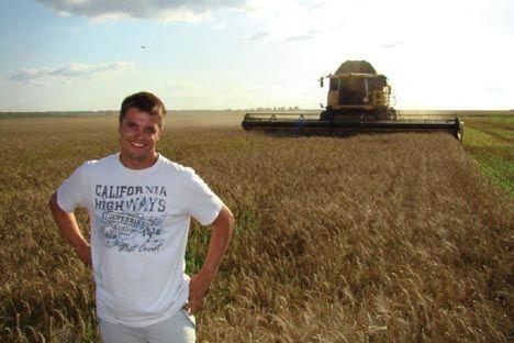 Das sind die Elemente, die Bauer Kowalczyk glücklich machen: unendliche Felder, blauer Himmel, der Mähdrescher im wogenden Korn. Foto: Persönliches Archiv
