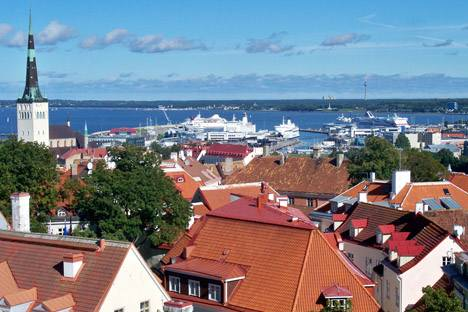 Vom Turm der Domkirche aus sieht man über die Altstadt zum Fährhafen. Foto: Privat