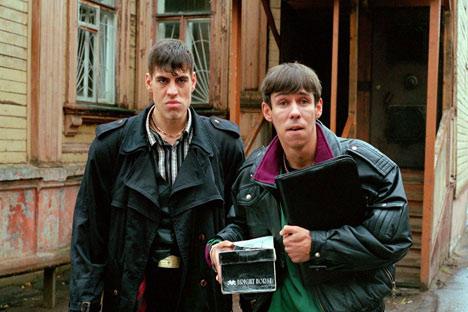 """Los típicos criminales de los años 90 en la película de Alexéy Balabanov """"Zhmurki"""", realizada en 2005. Foto de kinopoisk.ru"""