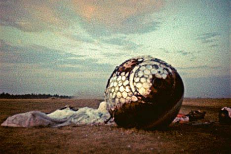 El aterrizaje de la cápsula de Gagarin. Foto de RIA Novosti