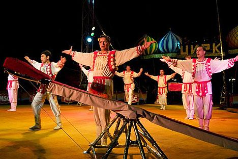 El show de los acróbatas rusos fue emocionante y espectacular
