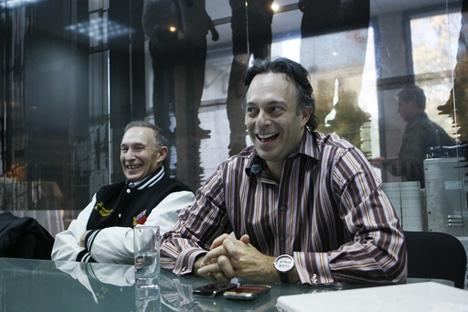 George Cohon y Craig Cohon, Foto de Ria Novosti