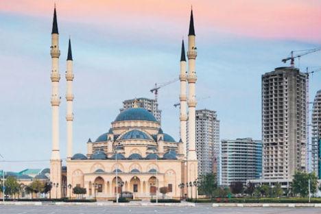 La nueva mezquita de Ajmat Kadirov: símbolo de la reconstrucción y del fortalecimiento de la confianza del país. Foto de Ilya Varlámov