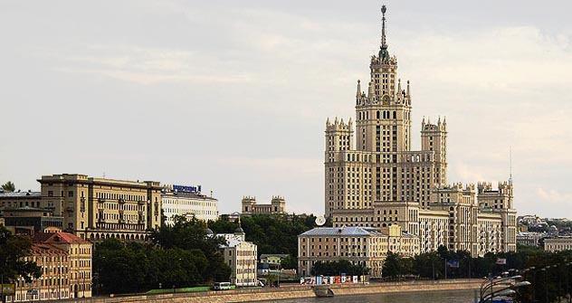Sieben Schwestern ist eine Bezeichnung für die sieben im Sozialistischen Klassizismus erbauten Hochhäuser in Moskau. Foto: SergeyRod/Flickr