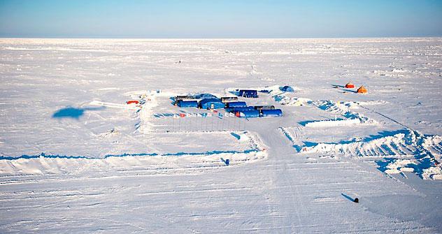 Bis zu 30 Minusgrade draußen, aber gemütliche 18 Grad plus innen: das Camp Barneo. Foto: Michael Martin