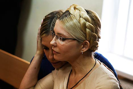 Ukrainian ex-prime minister Yulia Tymoshenko (R) and her daughter Yevhenia attend a session at the Pecherskiy district court in Kiev October 11, 2011. Source: Reuters / Vostock Photo