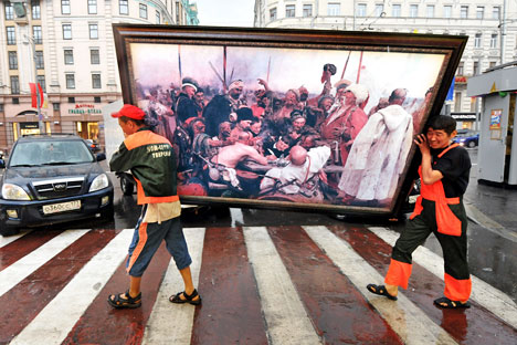 Migrant workers carrying  a copy of Russian artist Ilya Repin's painting in downtown Moscow on June 11, 2009. Source: AFP / East News