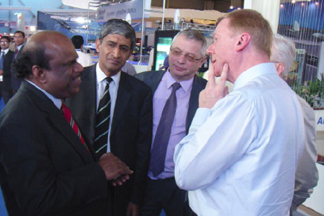 Rusnano CEO Anatoly Chubais (extreme right) with SUN group's vice chairman Shiv Khemka (second from left) and BrahMos Aerospace JV CEO Sivathanu Pillai (extreme left) in India