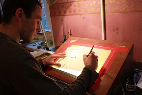 Roman Sokolow in seinem Atelier in St. Petersburg. Foto: Pauline Tillmann