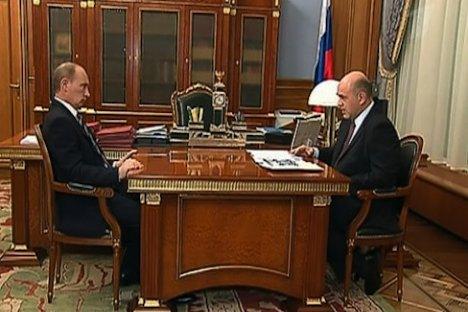 Wladimir Putin und Michail Mischustin, Leiter des Steuerdienstes. Foto: 1tv.ru