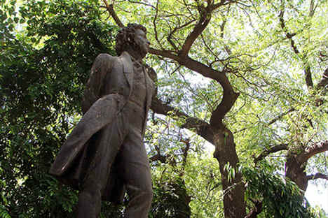 Pushkin statue in New Delhi