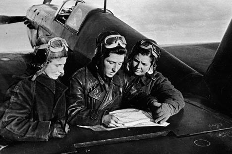 La piloto de combate Lilia Litvyak (izquierda). Foto de Ria Novosti