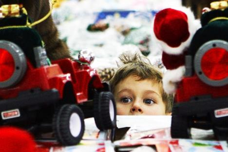 Parents take into consideration children's opinion when they do shopping together with their kids. Source: ITAR-TASS
