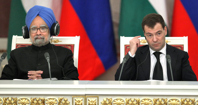 Russian president Dmitri Medvedev and Indian Prime Minister Manmohan Singh during talks in the Kremlin (7 Dec 2009). Source: Kommersant