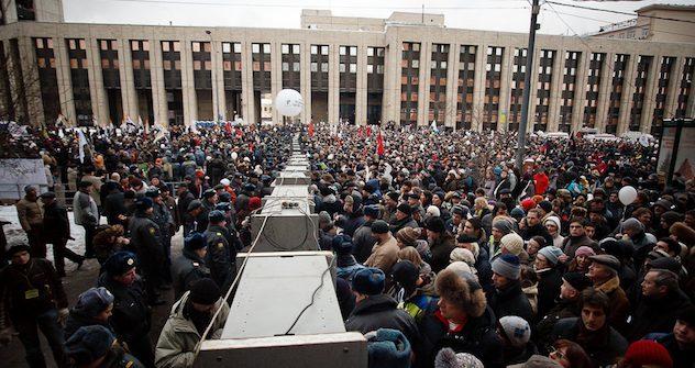 Die Demo war gut organisiert und Metalldetektoren haben für Sicherheit gesorgt. Foto: Kirill Rudenko