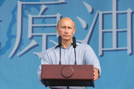 ロシアと中国を結ぶ石油パイプラインの開始でプーチン氏= http://premier.gov.ru撮影
