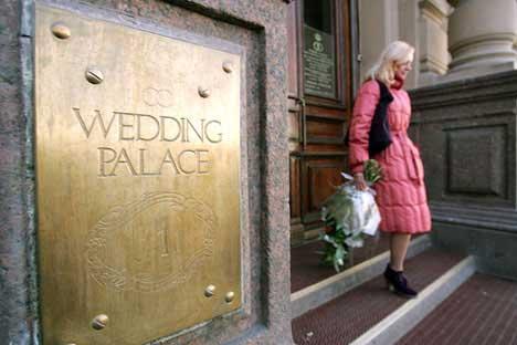 結婚宮殿の前=PhotoXpress撮影