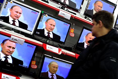 12月15日、プーチン首相は毎年恒例のテレビを通じた国民との直接対話を行った=AP Photo撮影