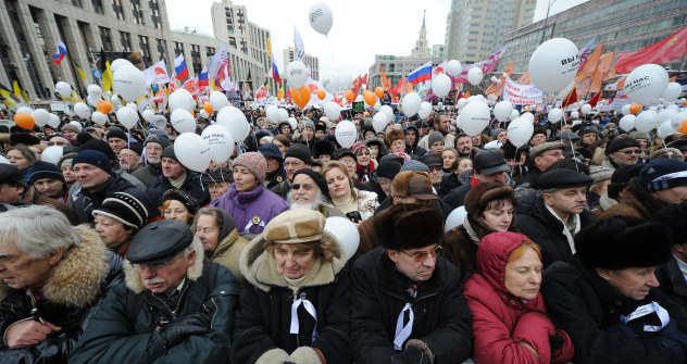 12月24日、新たに数万人のモスクワ市民がデモに集結した=タス通信撮影