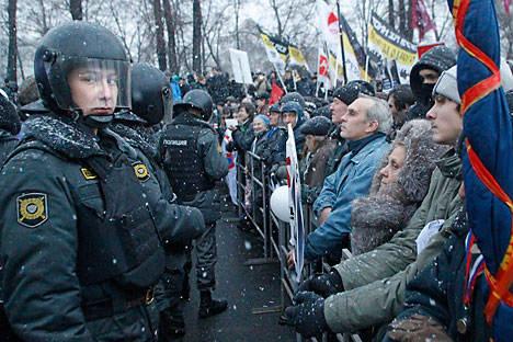 Die Kälte ist kein Hinderniss für die Demonstranten. Foto: AP