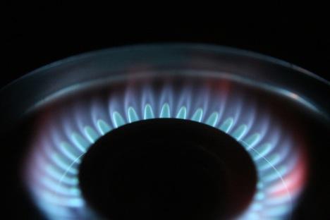 Weltwirtschaft - aus dem Ölhahn wird ein Erdgas-Herdring. Foto: AZAdam