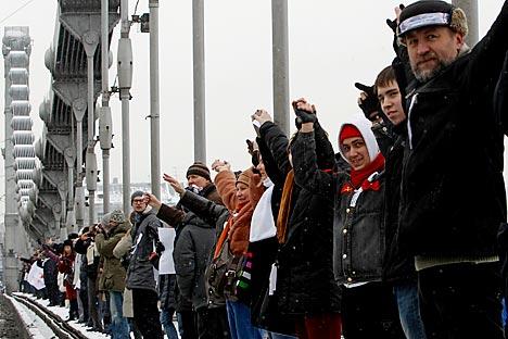 Der weiße Ring -  Protestaktion der Opposition in Moskau fand pünktlich eine Woche vor der Präsidentschaftswahlen statt. Foto: Reuters / Vostock-Photo
