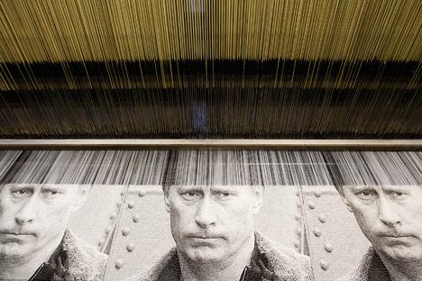 Porträt des Premierministers der Russischen Föderation Wladimir Putin, hergestellt in der Weberei-Fabrik der Stadt Wyriza. Foto: Reuters/Vostock-photo