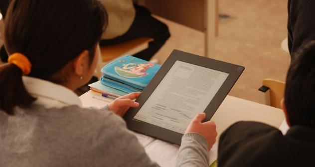 Die Nase im Rechner: Unterricht an der Pilotschule in Kaliningrad. Foto: Pressebild