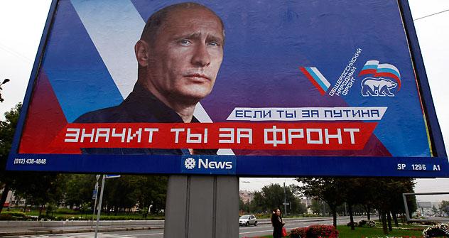 """""""Wenn du für Putin bist, bist du für die Front"""" - lautet der Aufruf auf dem Wahlschild. Die """"Allrussische Volksfront"""" soll Putin Wählerstimmen bescheren, um die schwindende Unterstützung der Kreml-Partei """"Einiges Russland"""" auszugleichen.Foto: Reuter"""