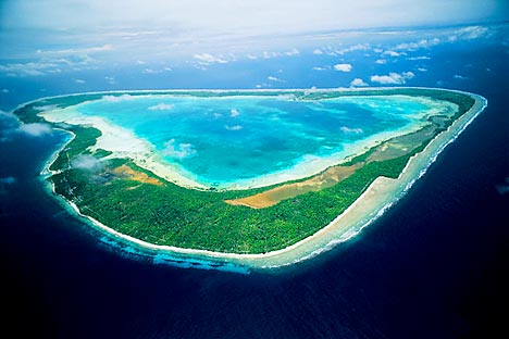 The country that could easily claim to be the longest of dwarf states on the planet, whose atolls are scattered over hundreds or thousands of kilometers across the Pacific Ocean, has no other choice but, like other countries in Oceania, trade its so