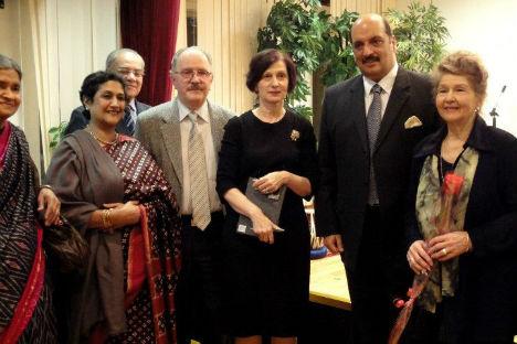 Ms Krishna Roy, Ira Malhotra, Rathin Chatterjee, Irina Prokofieva, Ajai Malhotra и Tatiana Morozova.