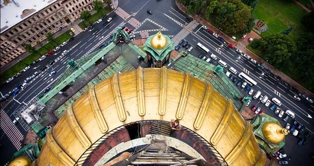 イサク大聖堂の丸屋根から見下ろした眺め=ドミートリ・ラスカロフ撮影