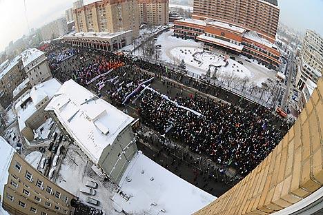 2月4日に反プーチン・デモが三たびモスクワのボロトナヤ広場を埋め尽くした。=ロシア通信撮影