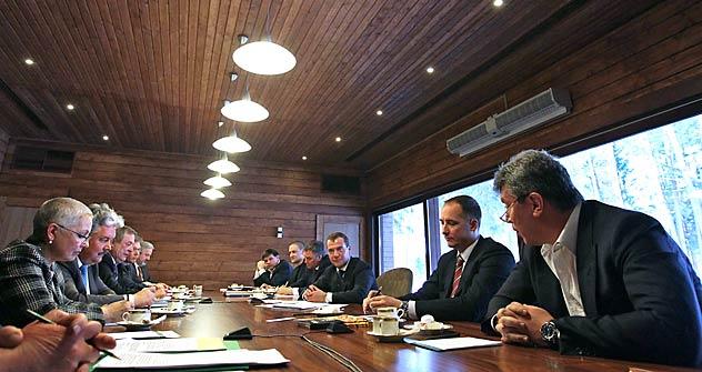 メドベージェフ大統領は非主流野党と会談=ロイター撮影