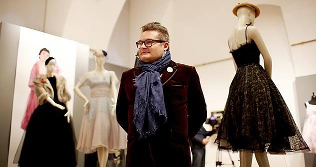 ロシアの著名なデザイナーでファッション史家のアレクサンドル・ワシーリエフ氏 =エレナ・ポチョートワ撮影