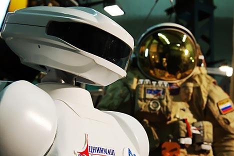 軌道で作業を行う能力のあるロボット宇宙飛行士「SAR-400」。=PressPhoto撮影