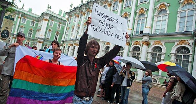 """Comunidade LGBT protesta em São Petersburgo. Projeto de Lei quer proibir """"a promoção de sodomia, lesbianismo, bissexualismo e transsexualismo a menores de idade"""" Foto: TASS"""