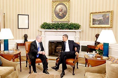 Negociações entre o presidente dos Estados Unidos, Barack Obama, e o premiê israelense, Benjamin Netanyahu, realizadas em Washington na última segunda-feira (5) Foto: AP